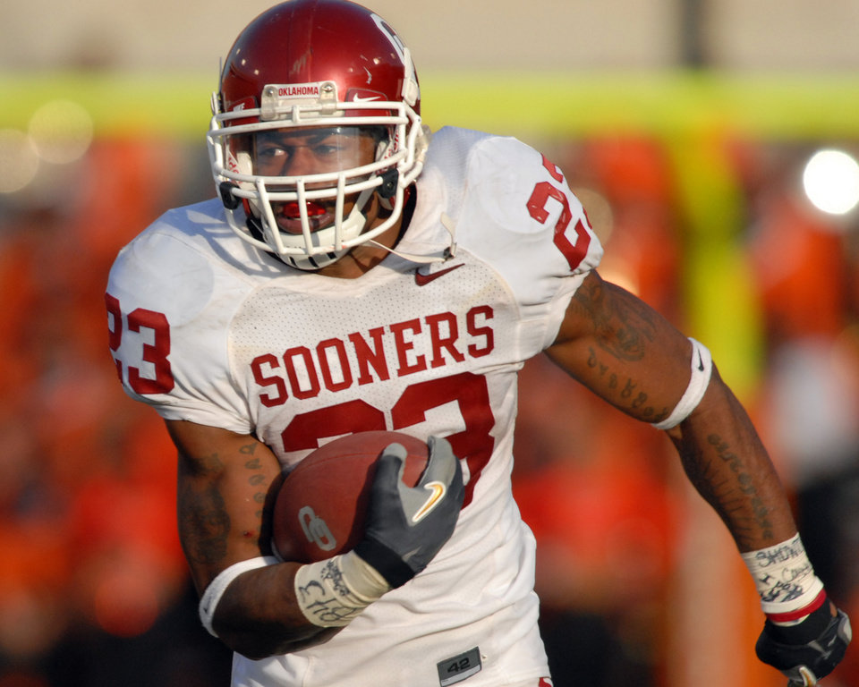 Photo - OU, OSU, BEDLAM: University of Oklahoma running back Allen Patrick (23) runs unopposed during second half of an NCAA college football game in Stillwater, Okla. at Boone Pickens Stadium Saturday, Nov. 25, 2006.  Allen rushed for 163 yards in the 27-21 win over Oklahoma State University.(AP Photo/Brody Schmidt) ORG XMIT: OKBS107