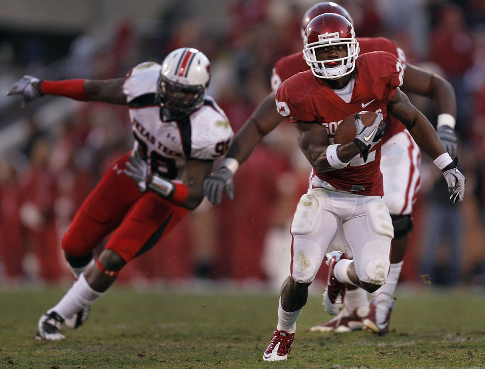 Photo - Oklahoma's Roy Finch (22) runs the ball up field into the Texas Tech secondary during the second half of the college football game between the University of Oklahoma Sooners (OU) and the Texas Tech Red Raiders (TTU) at the Gaylord Family Memorial Stadium on Saturday, Nov. 13, 2010, in Norman, Okla.  Photo by Chris Landsberger, The Oklahoman