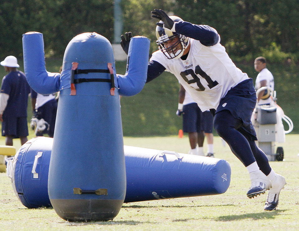 Photo -   St. Louis Rams defensive end Chris Long goes after a tackling dummy representing the quarterback, during NFL football practice Wednesday, June 13, 2012, in St. Louis. (AP Photo/St. Louis Post-Dispatch, Chris Lee) EDWARSVILLE OUT ALTON OUT