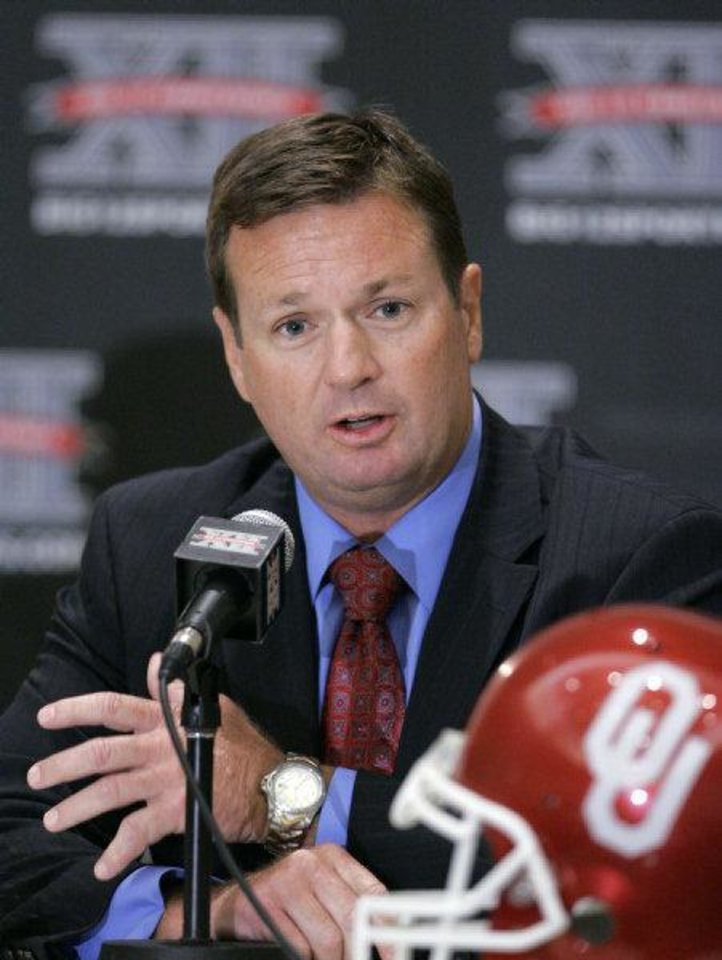 Oklahoma coach Bob Stoops is shown during Big 12 Media Day in Irving, Texas, Tuesday, July 28, 2009. (AP Photo/Donna McWilliam)