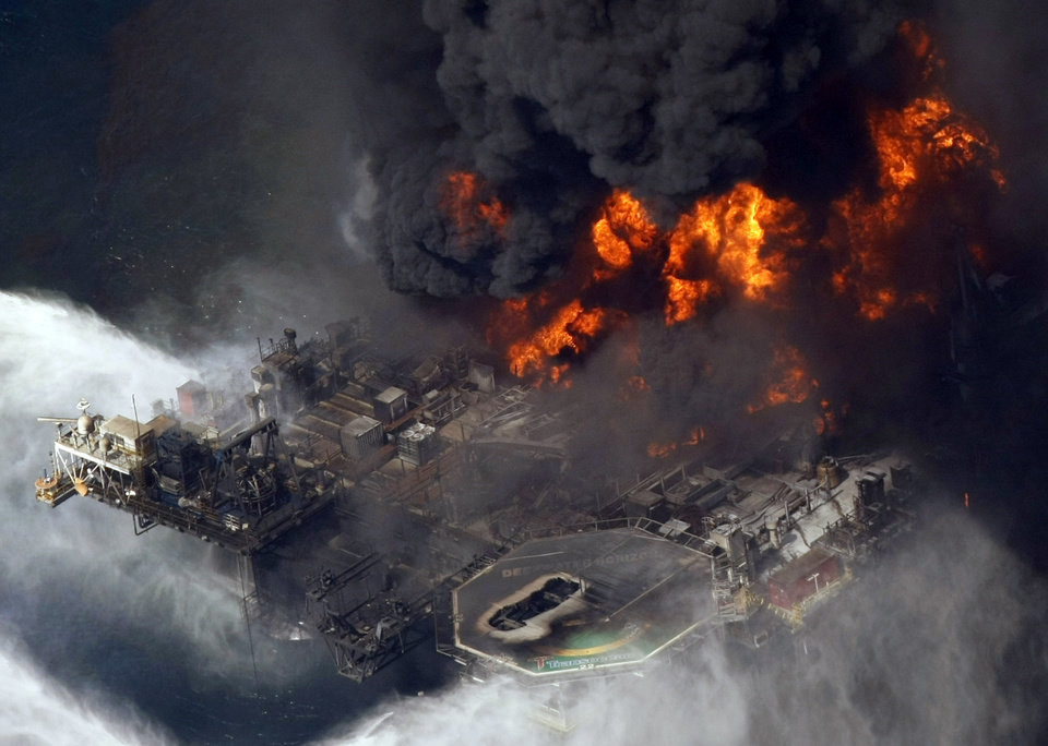FILE - In this April 21, 2010 file aerial photo, the Deepwater Horizon oil rig burns in the Gulf of Mexico. The Justice Department has reached a $1.4 billion settlement with Transocean Ltd., the owner of the drilling rig that sank after an explosion killed 11 workers and spawned the massive 2010 oil spill in the gulf. On Thursday, Jan. 3, 2013, two people with knowledge of the negotiations say Switzerland-based Transocean would pay the money to resolve the department\'s civil and criminal probe of the company\'s role in the Deepwater Horizon disaster. (AP Photo/Gerald Herbert, File)