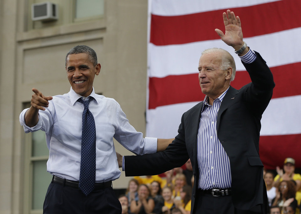 Photo -   President Barack Obama, left, and Vice President Joe Biden, right, on stage during a campaign event at the Univ. of Iowa, Friday, Sept. 7, 2012 in Iowa City, Iowa. (AP Photo/Pablo Martinez Monsivais)
