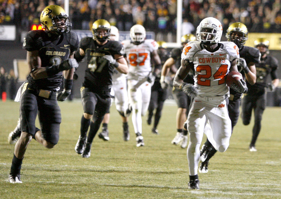 Photo - OSU's Kendall Hunter runs past Colorado's Jimmy Smith on his way to a touchdown during the college football game between Oklahoma State University and the University of Colorado at Folsom Field in Boulder, Colo., Saturday, Nov. 15, 2008. BY BRYAN TERRY, THE OKLAHOMAN