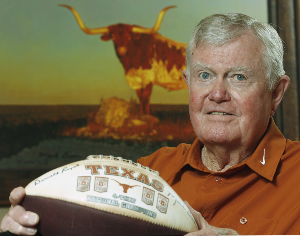 Photo - Former Texas head football coach and OU football player Darrell Royal is shown at his apartment complex Tuesday, Sept. 18, 2007, in Austin, Texas. OKLAHOMAN ARCHIVE PHOTO