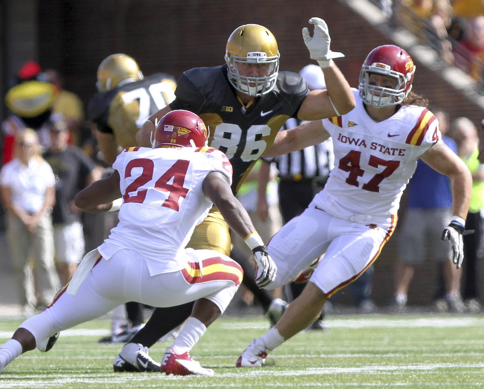Photo -   Iowa tight end C.J. Fiedorowicz looks for room to run during the first half against Iowa State in an NCAA college football game Saturday, Sept. 8, 2012 in Iowa City, Iowa. (AP Photo/Conrad Schmidt)