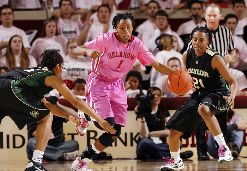 Photo - WOMEN'S COLLEGE BASKETBALL / PACK THE PLACE PINK / UNIFORMS / WOMEN'S CANCER AWARENESS: Nyeshia Stevenson steals a pass in the second half as the University of Oklahoma (OU) Sooner women play the Baylor Bears at the Lloyd Noble Center in Norman, Oklahoma, on Saturday February 21, 2009.      Photo by Steve Sisney, The Oklahoman ORG XMIT: KOD