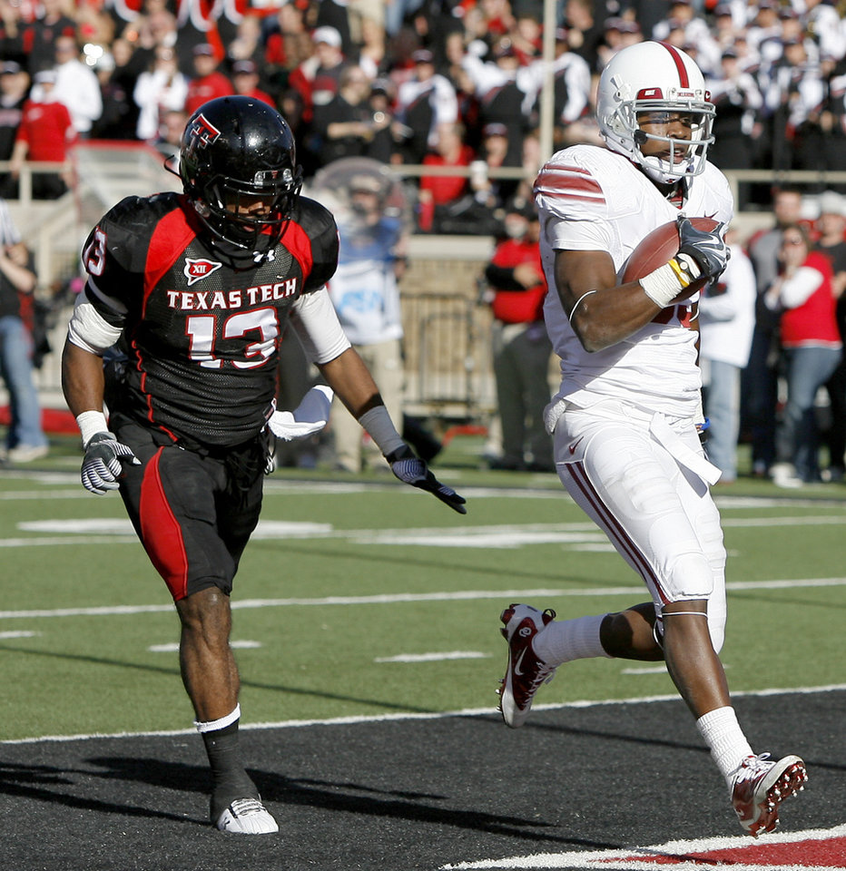 OU's Ryan Broyles scores a touchdown in front of Texas Tech's Julius Howard during the college football game between the University of Oklahoma Sooners (OU) and Texas Tech University Red Raiders (TTU ) at Jones AT&T Stadium in Lubbock Okla., Saturday, Nov. 21, 2009. Photo by Bryan Terry, The Oklahoman