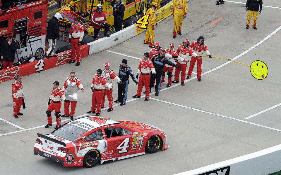 Photo - Kevin Harvick (4) pulls off pit road as his crew members wave before the start of a NASCAR Sprint Cup auto race at Martinsville, Speedway, Sunday, March 30, 2014, in Martinsville, Va. (AP Photo/Mike McCarn)