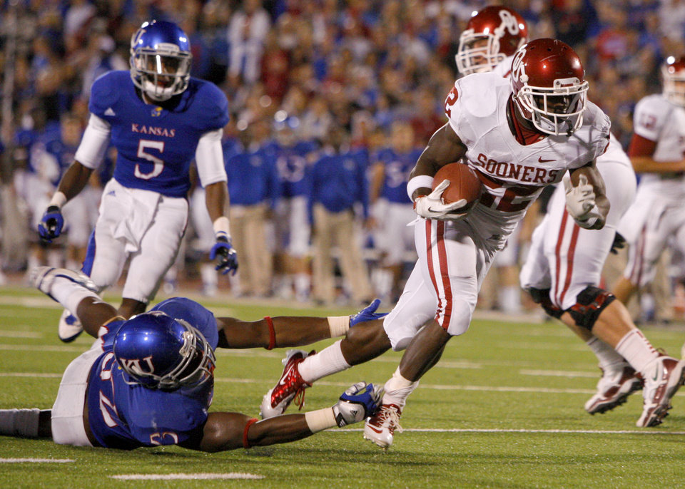Photo - Oklahoma's Roy Finch (22) runs past Kansas' Steven Johnson (52) for a touchdown during the college football game between the University of Oklahoma Sooners (OU) and the University of Kansas Jayhawks (KU) at Memorial Stadium in Lawrence, Kansas, Saturday, Oct. 15, 2011. Photo by Bryan Terry, The Oklahoman