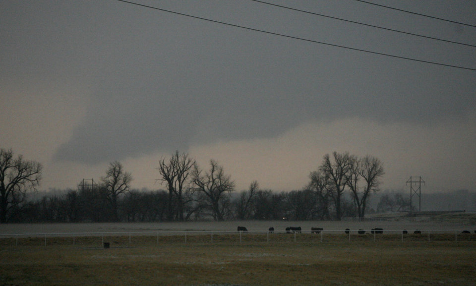 Photo - A wall cloud passes over 1-40 in Yukon, Tuesday, Feb. 10, 2009. PHOTO BY SARAH PHIPPS, THE OKLAHOMAN