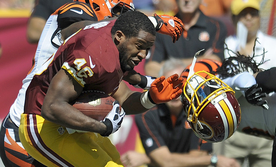 Photo -   Washington Redskins running back Alfred Morris loses his helmet during the first half of an NFL football game against the Cincinnati Bengals in Landover, Md., Sunday, Sept. 23, 2012. (AP Photo/Nick Wass)