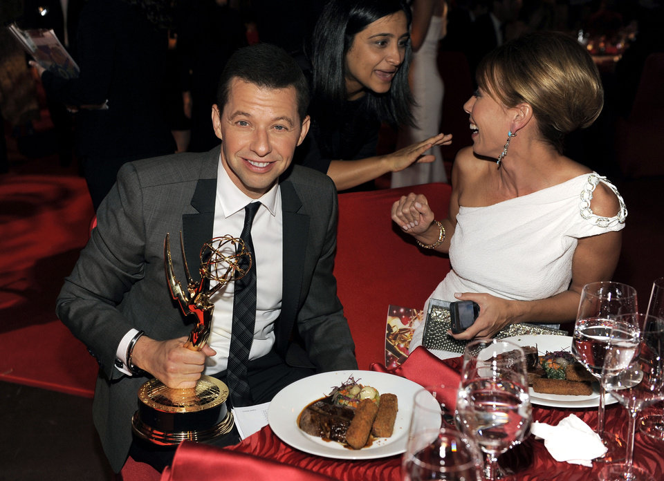 Photo -   Jon Cryer, with his award for outstanding leading actor in a comedy series for