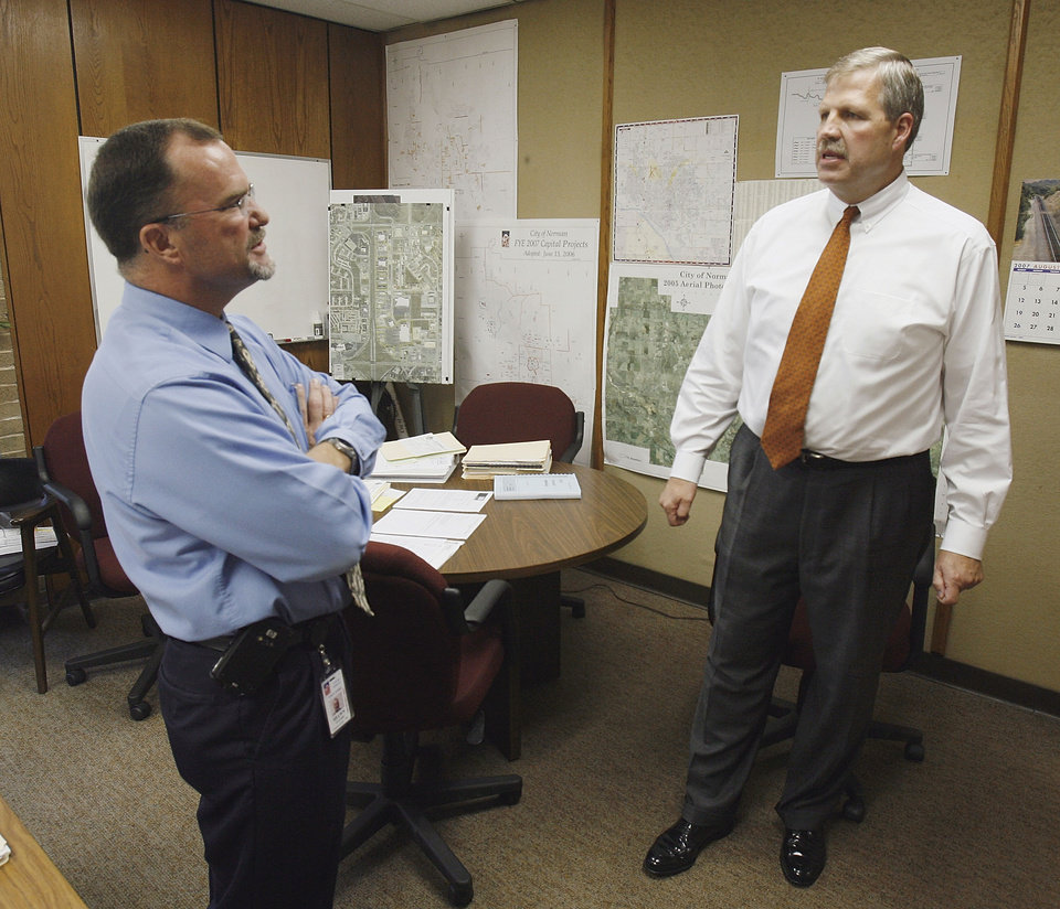 New Norman City Manager Steve Lewis (right) meets Shawn O'Leary, Director of Public Works at City Hall in Norman,  Oklahoma on Monday August 13, 2007.  BY STEVE SISNEY, THE OKLAHOMAN