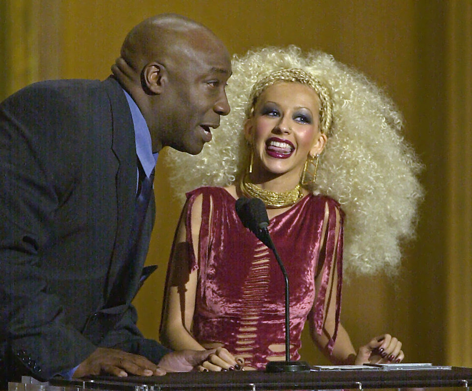 Photo -   FILE - In this Tuesday, April 10, 2001 file photo, pop singer Christina Aguilera accepts her award for favorite female artist of the year from presenter Michael Clarke Duncan at the Seventh Annual Blockbuster Awards in Los Angeles. Duncan has died at the age of 54 on Monday, Sept. 3, 2012 in a Los Angeles hospital after nearly two months of treatment following a July 13, 2012 heart attack, his fiancee, the Rev. Omarosa Manigault, said. (AP Photo/Michael Caulfield)