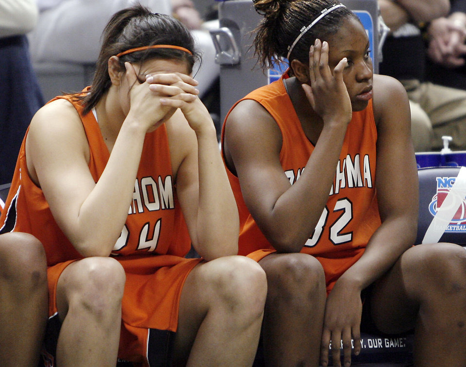 Photo - OSU, WOMEN'S COLLEGE BASKETBALL: Oklahoma State University's Maria Cordero (24) and Shaunte Smith (32) react on the bench during the final seconds of the loss to Bowling Green in the first round game of the women's NCAA Tournament in the Jack Breslin Arena at Michigan State University on Sunday, March 18, 2007, in East Lansing, Mich.   staff photo by CHRIS LANDSBERGER ORG XMIT: KOD