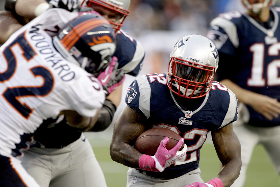 Photo -   New England Patriots running back Stevan Ridley (22) rushes as Denver Broncos linebacker Wesley Woodyard (52) pursues in the second quarter of an NFL football game, Sunday, Oct. 7, 2012, in Foxborough, Mass. (AP Photo/Stephan Savoia)