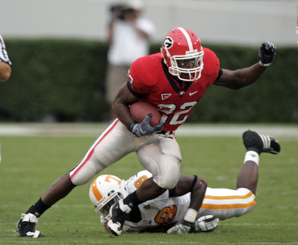 Photo - FILE - In this Oct. 11, 2008, file photo, University of Georgia's Richard Samuel carries the against Tennessee during an NCAA college football game in Athens, Ga. There's a new leader in Georgia's search to replace Knowshon Moreno, with coach Mark Richt saying that Richard Samuel is