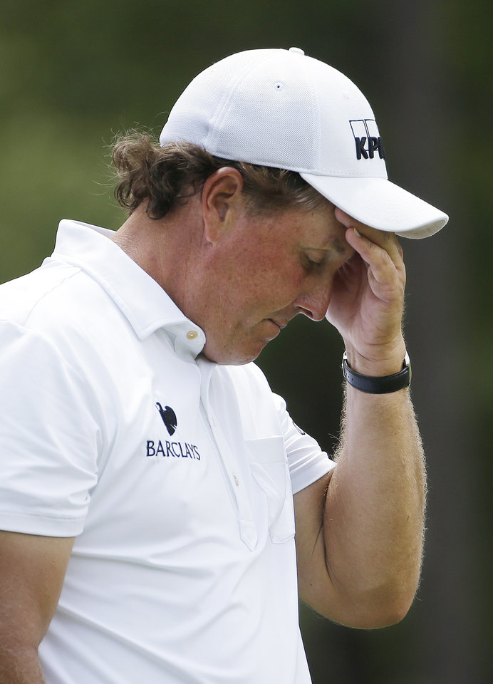 Photo - Phil Mickelson reacts to his tee shot on the ninth hole during the third round of the U.S. Open golf tournament in Pinehurst, N.C., Saturday, June 14, 2014. (AP Photo/David Goldman)
