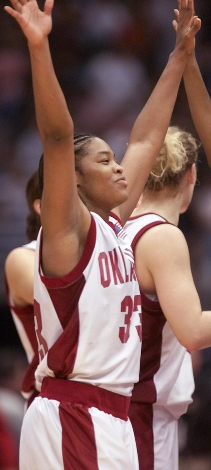 Photo - OU, NCAA TOURNAMENT: University of Oklahoma vs Duke University in the Final Four 2002 NCAA Women's College Basketball Tournament played at the Alamodome in San Antonio, Texas,  Friday March 29, 2002.  Rosalind Ross waves to the Sooner crowd after the game. Staff photo by Doug Hoke.