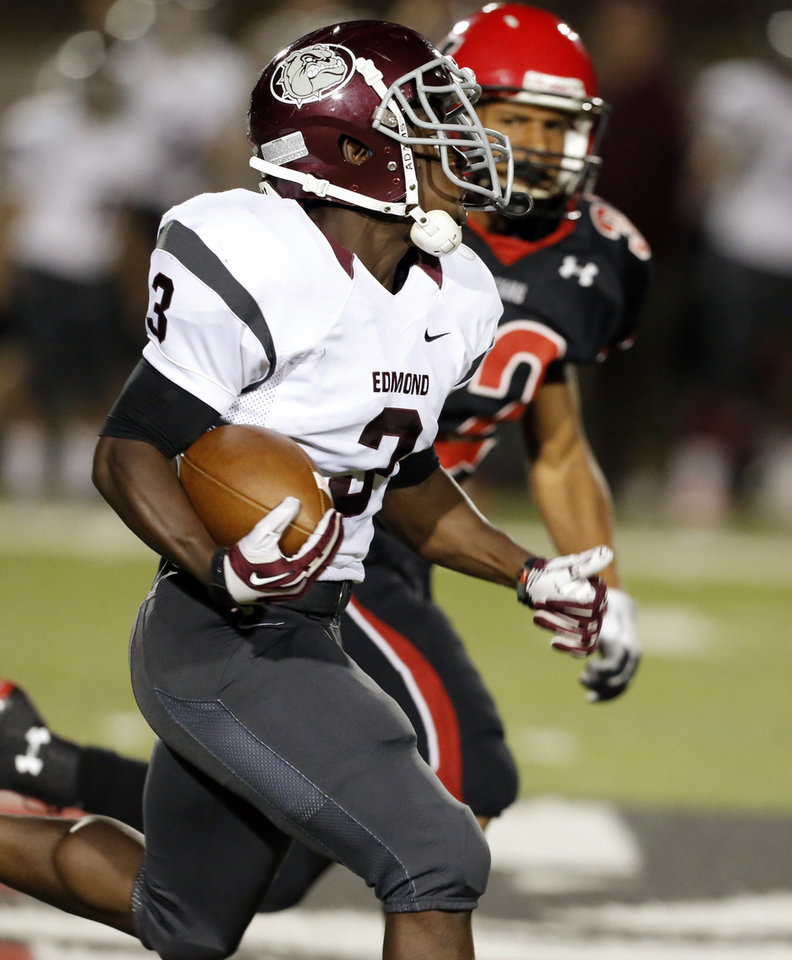 Photo - Edmond Memorial's Waylan Anderson runs on his way to a touchdown with less than a minute left in the first half in high school football on Thursday, Oct. 10, 2013, in Mustang Okla. Photo by Steve Sisney, The Oklahoman