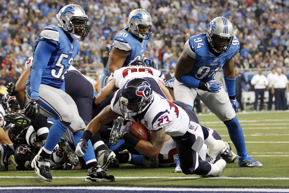 Photo -   Houston Texans running back Arian Foster falls into the end zone for a touchdown during the fourth quarter of an NFL football game against the Detroit Lions at Ford Field in Detroit, Thursday, Nov. 22, 2012. (AP Photo/Rick Osentoski)