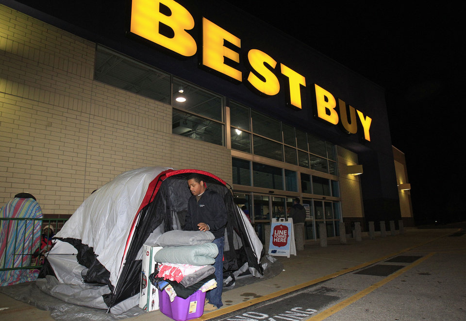 Photo -   Stefan Rood, 20, folds blankets as he cleans out his tent outside a Best Buy Thursday, Nov. 22, 2012, in Mayfield Heights, Ohio. while waiting for the store to open at 12 a.m. on Friday. Rood, who has been camped out since Wednesday night, is looking to buy a new cell phone. (AP Photo/Tony Dejak)