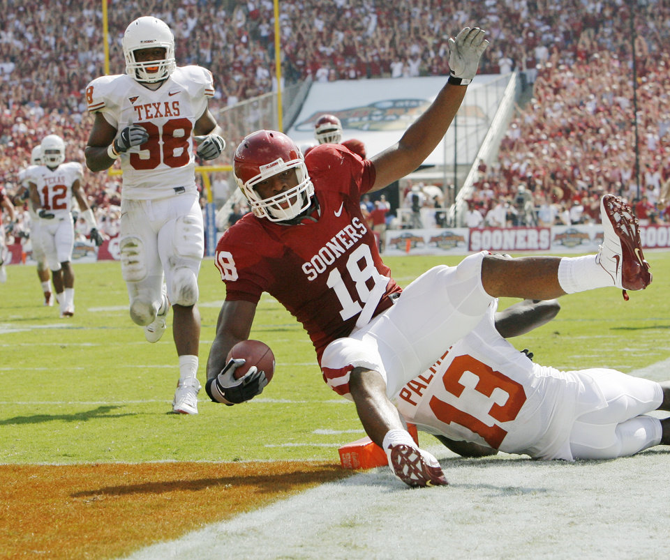 Photo - UNIVERSITY OF OKLAHOMA / OU / COLLEGE FOOTBALL / TEXAS: OU's Jermaine Gresham (18) scores a touchdown past UT's Ryan Palmer (13) as Roddrick Muckelroy (38) looks on in the second quarter of the college football game between the University of Oklahoma Sooners and University of Texas Longhorns in the Red River Rivalry on Saturday, Oct. 11, 2008, at the Cotton Bowl, in Dallas, Texas. BY NATE BILLINGS, THE OKLAHOMAN ORG XMIT: KOD