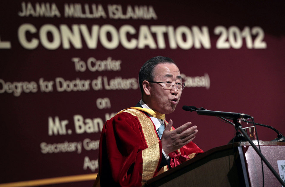 Photo -   U.N. Secretary-General Ban Ki-moon, addresses a gathering of academics after he is conferred the degree of Doctor of Letters, or Honoris Causa, at the Jamia Millia Islamia University, in New Delhi, India, Friday, April 27, 2012. Ban is on a three-day official visit to India. (AP Photo/Saurabh Das)