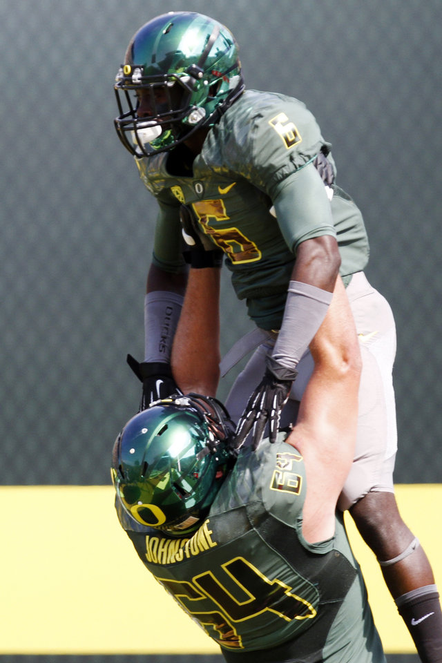 Photo -   Oregon running back De'Anthony Thomas, right, celebrates his touchdown with offensive lineman Tyler Johnstone during the first half of their NCAA college football game against Tennessee Tech in Eugene, Ore., Saturday, Sept. 15, 2012. (AP Photo/Don Ryan)