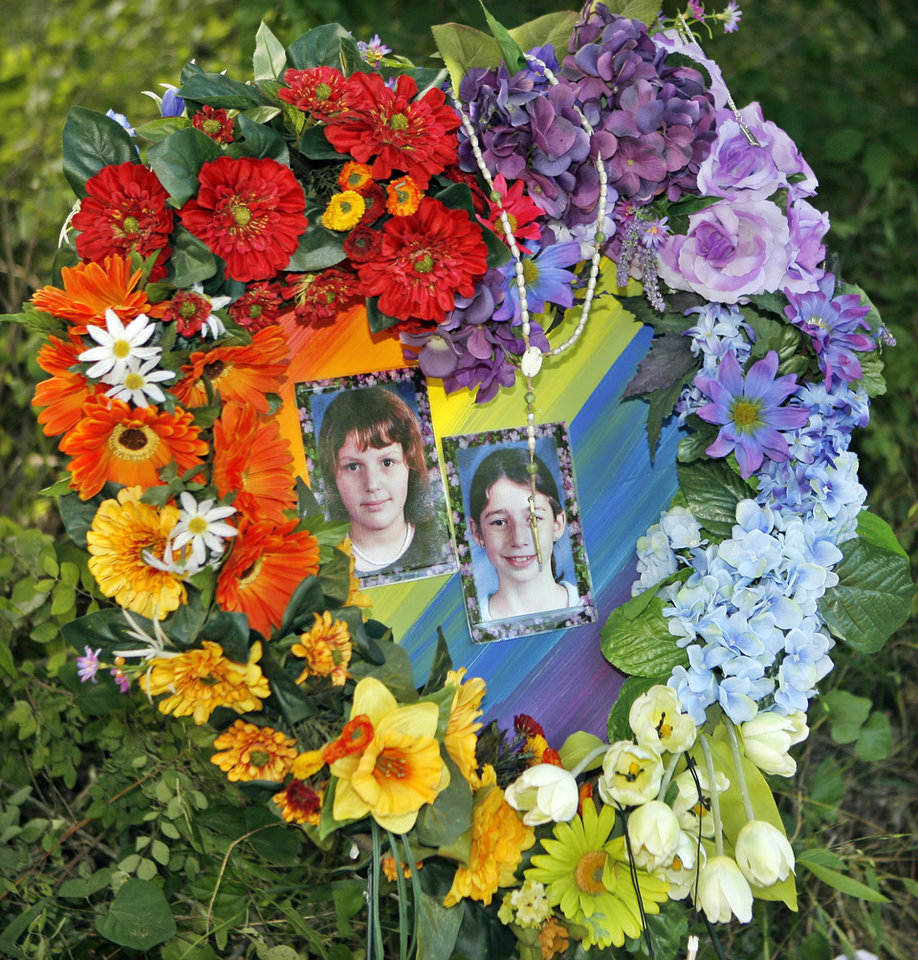 Photo - MURDERS, SHOOTING DEATHS, GIRLS, TAYLOR PLACKER, TAYLOR DAWN PASCHAL-PLACKER, WELEETKA, SKYLA JADE WHITAKER: Heart-shaped flower arrangement at the makeshift memorial where Taylor Paschal-Placker and Skyla Whitaker  were shot and killed last Sunday on the dirt road near one of their homes, Thursday, June 12, 2008.  Photo by David McDaniel/The Oklahoman     ORG XMIT: KOD