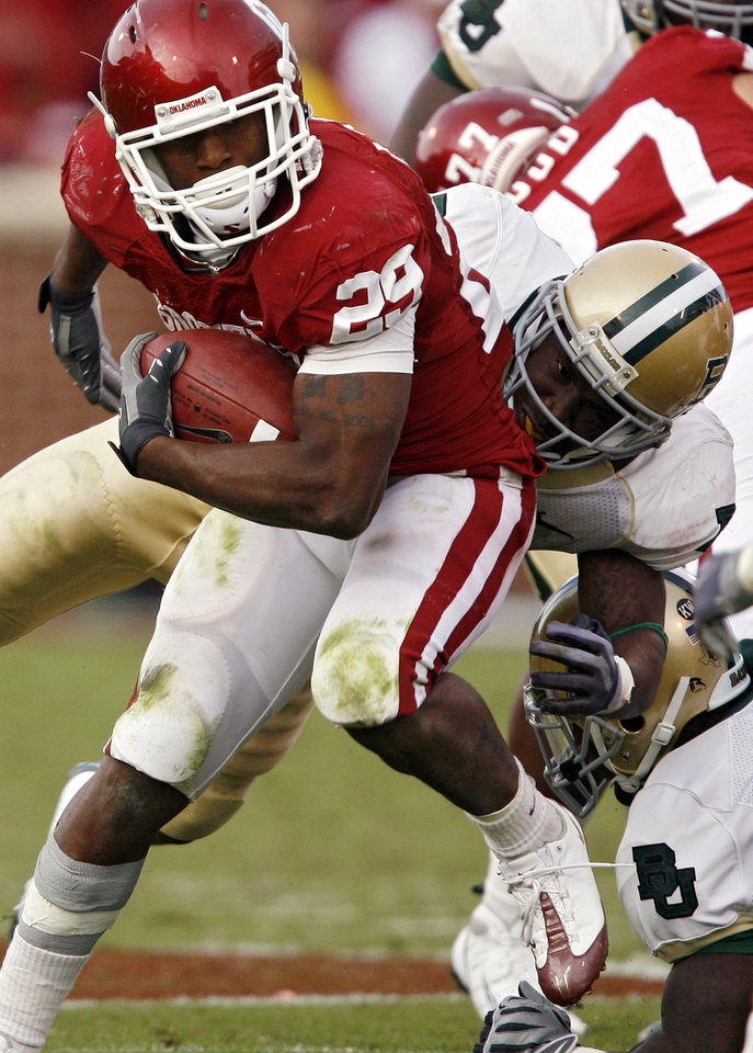 Photo - Oklahoma's Chris Brown (29) gets past a Baylor defender on a run during the second half of the college football game between the University of Oklahoma Sooners (OU) and the Baylor University Bears at Gaylord Family-Oklahoma Memorial Stadium on Saturday, Oct. 10, 2009, in Norman, Okla. 