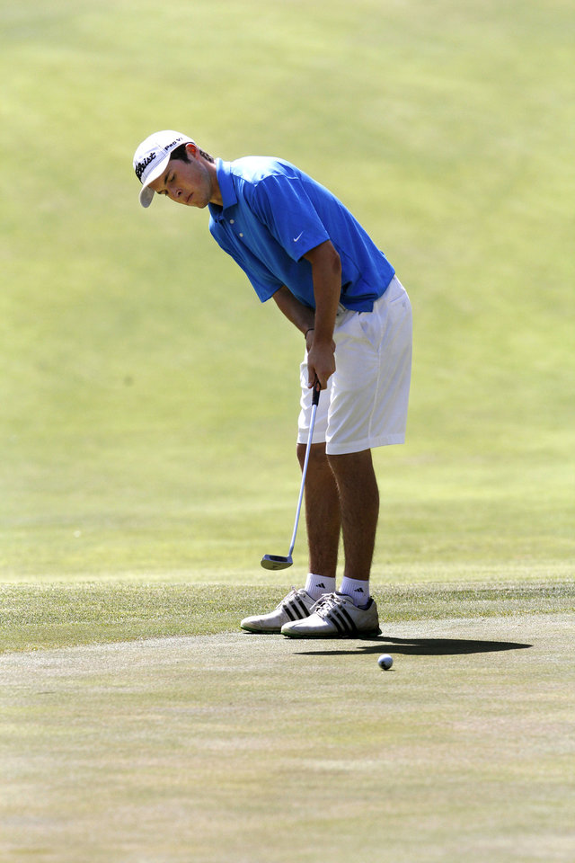 Photo - Choctaw's Luke Flesner makes a putt during the 6A boy's state golf tournament at the Karsten Creek Golf Course in Stillwater, OK, Monday, May 6, 2013,  By Paul Hellstern, The Oklahoman