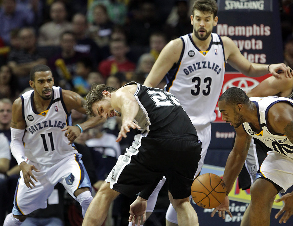 Photo - San Antonio Spurs center Tiago Splitter (22), of Brazil, tries to recover a loose ball against Memphis Grizzlies players Mike Conley (11), Marc Gasol (33), of Spain, and Darrell Arthur (00) in the second half of an NBA basketball game on Friday, Jan. 11, 2013, in Memphis, Tenn. Memphis won in overtime 101-98. (AP Photo/Lance Murphey)