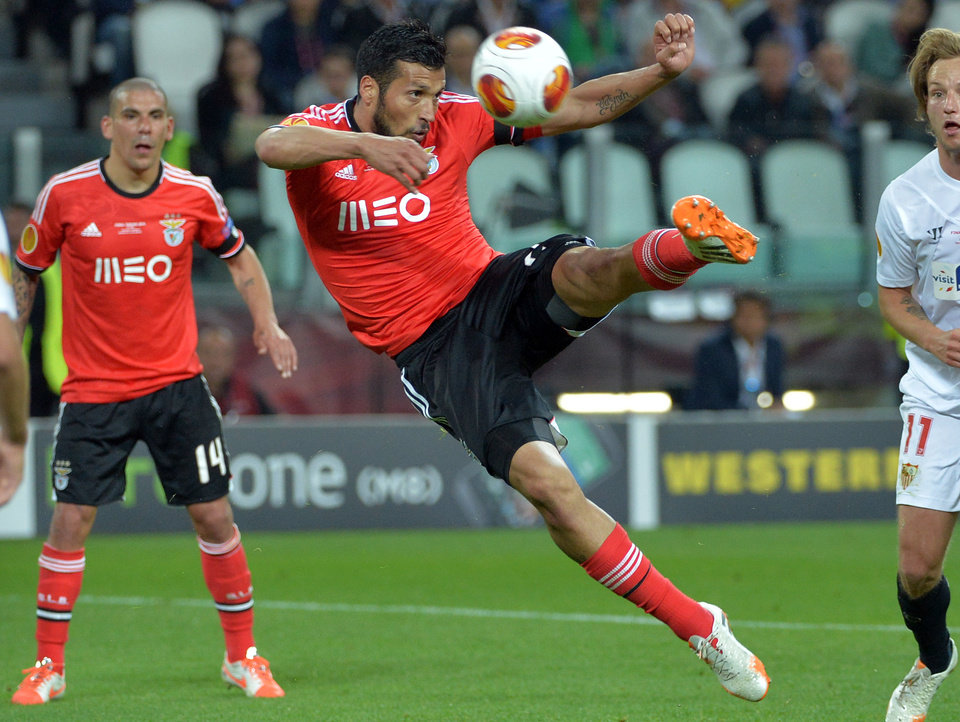 Photo - Benfica's Ezequiel Garay fires a shot during the Europa League soccer final between Sevilla and Benfica, at the Turin Juventus stadium in Turin, Italy, Wednesday, May 14, 2014. (AP Photo/Massimo Pinca)