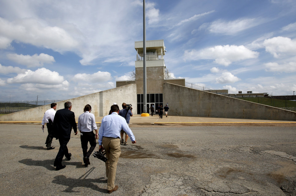Photo - Tour of the new execution chamber at the Oklahoma State Penitentiary in McAlester, October 9, 2014. Photo by David McDaniel