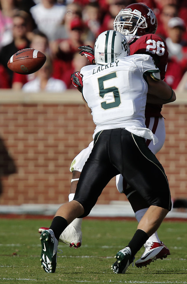 Photo - Baylor's Eddie Lackey (5) breaks up a pass for Oklahoma's Damien Williams (26) during the college football game between the University of Oklahoma Sooners (OU) and Baylor University Bears (BU) at Gaylord Family - Oklahoma Memorial Stadium on Saturday, Nov. 10, 2012, in Norman, Okla.  Photo by Chris Landsberger, The Oklahoman