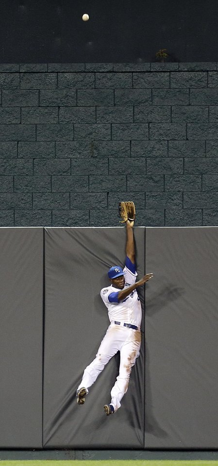 Photo -   Kansas City Royals center fielder Lorenzo Cain reaches for a solo home run hit by Texas Rangers' Adrian Beltre during the fourth inning of a baseball game, Thursday, Sept. 6, 2012, in Kansas City, Mo. (AP Photo/Charlie Riedel)
