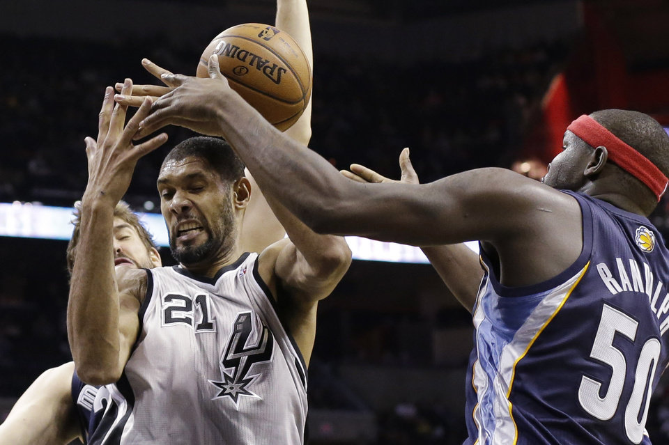 San Antonio Spurs' Tim Duncan (21) and Memphis Grizzlies' Zach Randolph (50) scramble for a rebound during the third quarter of an NBA basketball game, Saturday, Dec. 1, 2012, in San Antonio. (AP Photo/Eric Gay)