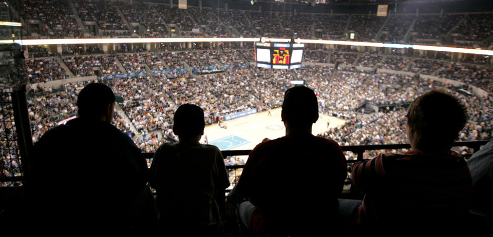 Photo - CROWD: Fans watch during the New Orleans/Oklahoma City Hornets NBA basketball game against the Los Angeles Lakers at the Ford Center in Oklahoma City, Feb. 4, 2006.  By Bryan Terry/The Okahoman