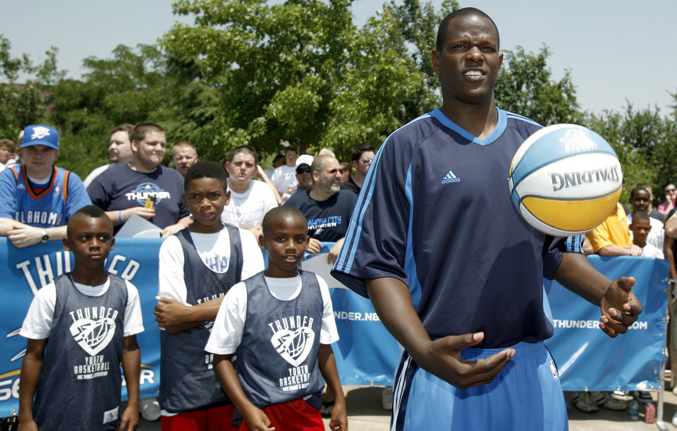 Photo - NBA BASKETBALL TEAM / DRAFT PICKS: Oklahoma City Thunder player Robert Vaden shoots hoops with players from Thunder Youth Basketball League at the Thunder Caravan at  Midfirst Bank, in Oklahoma City, Saturday, June 27, 2009. Photo by Sarah Phipps, The Oklahoman ORG XMIT: KOD