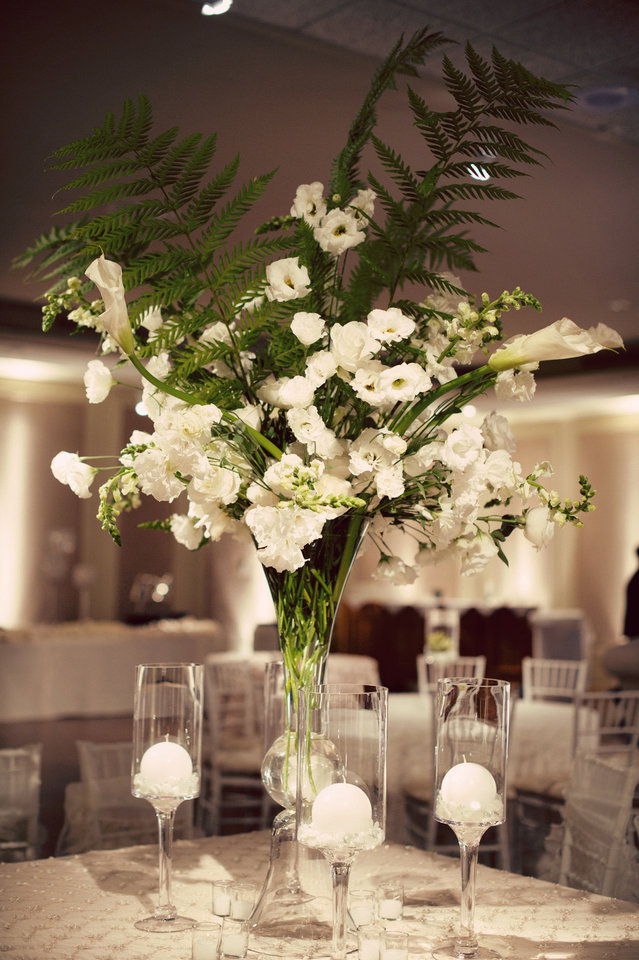 Photo - A simple floral centerpiece by Trochta's Flowers. Photo by Traina Photography.