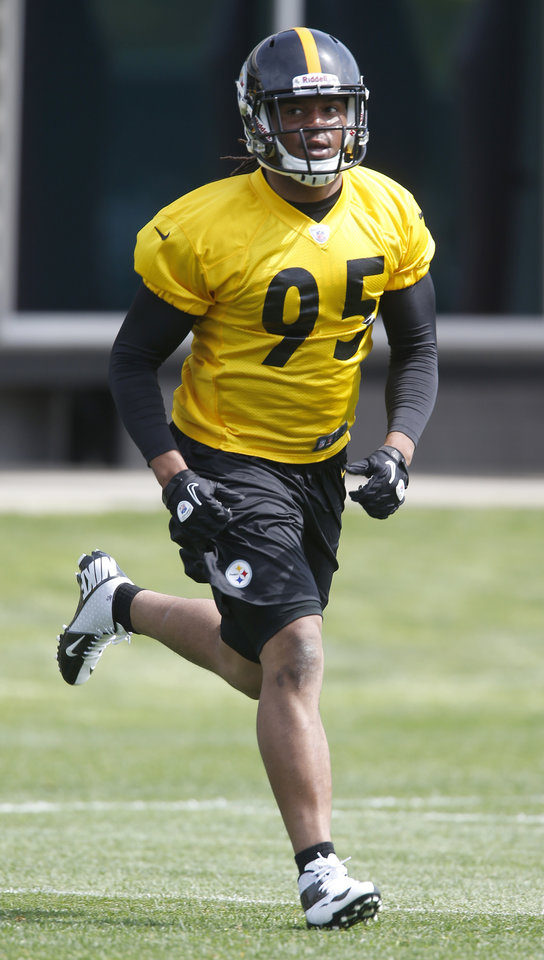 Photo - Pittsburgh Steelers first round draft choice, linebacker Jarvis Jones out of Georgia, runs during NFL football rookie minicamp on Friday, May 3, 2013 in Pittsburgh. (AP Photo/Keith Srakocic)