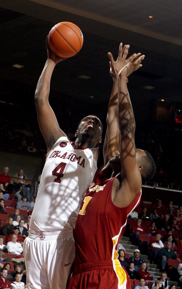 Photo - OU's Andrew Fitzgerald (4) shoots over Iowa State's Craig Brackins (21) during the college men's basketball game between the University of Oklahoma and Iowa State, Wednesday, Jan. 27, 2010, at the Lloyd Noble Center in Norman, Okla. Photo by Sarah Phipps, The Oklahoman.