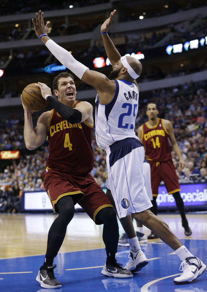 Photo - Cleveland Cavaliers forward Luke Walton (4) looks to shot against Dallas Mavericks guard Vince Carter (25) during the first half of an NBA basketball game Friday, March 15, 2013, in Dallas. (AP Photo/LM Otero)