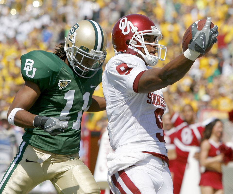 Juaquin Iglesias of OU scores a touchdown in front of Baylor's Marlon Price in the first half during the college football game between Oklahoma (OU) and Baylor University at Floyd Casey Stadium in Waco, Texas, Saturday, October 4, 2008.   BY BRYAN TERRY, THE OKLAHOMAN