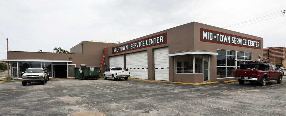 Photo -  A former tire shop at 916 NW 6 will soon be home to a breakfast-lunch diner to be operated by the owners of S&B Burgers. Photo by Nate Billings, The Oklahoman   NATE BILLINGS -  NATE BILLINGS