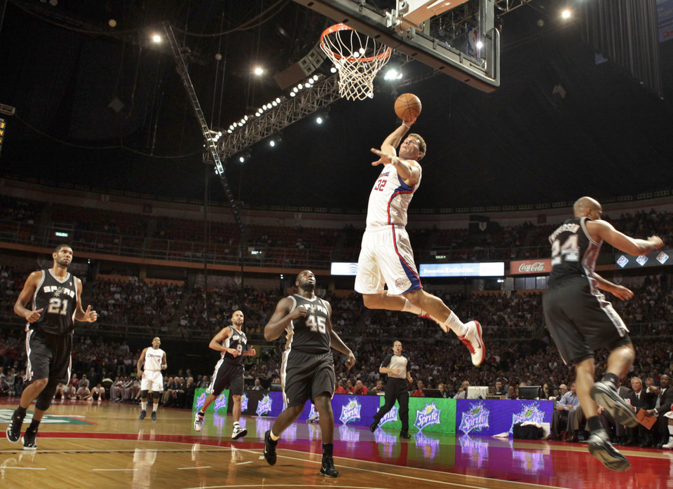 Los Angeles Clippers\' Blake Griffin dunks against San Antonio Spurs during the first half of a preseason NBA basketball game in Mexico City, Tuesday, Oct. 12, 2010. (AP Photo/Claudio Cruz)