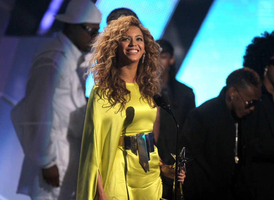 Photo -   Beyonce accepts the award for best female R& B at the BET Awards on Sunday, July 1, 2012, in Los Angeles. (Photo by Matt Sayles/Invision/AP)