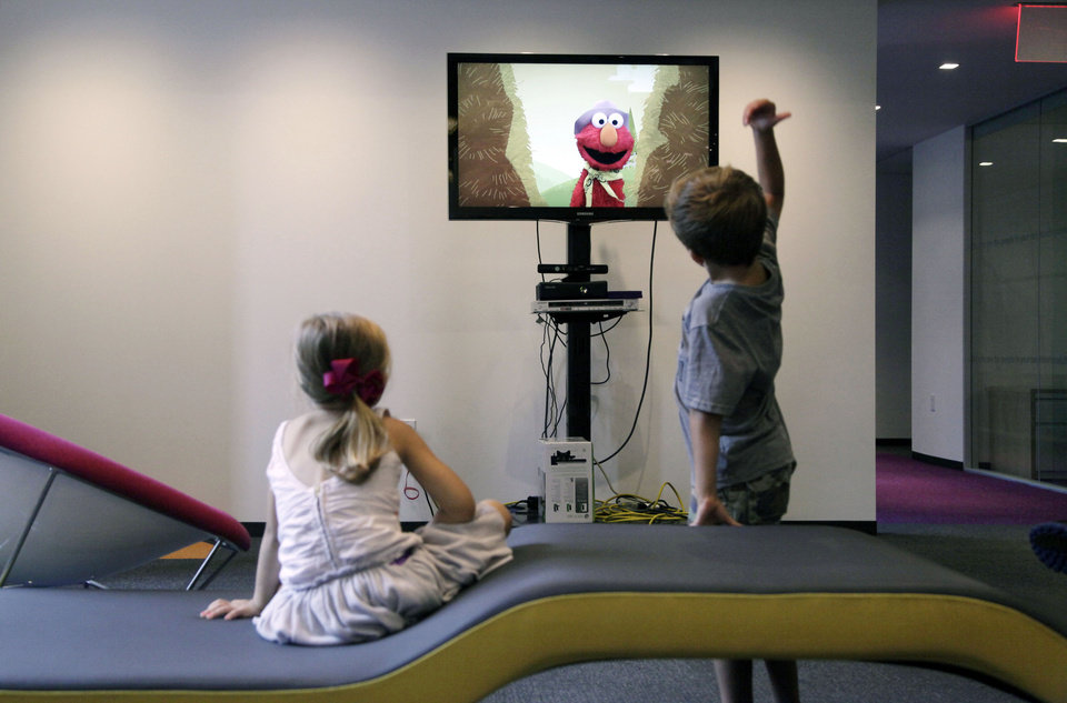 Photo -   In this Sept. 5, 2012, photo, from left, Zoe Shyba, 3, left, and Aidan Lain, 7, play