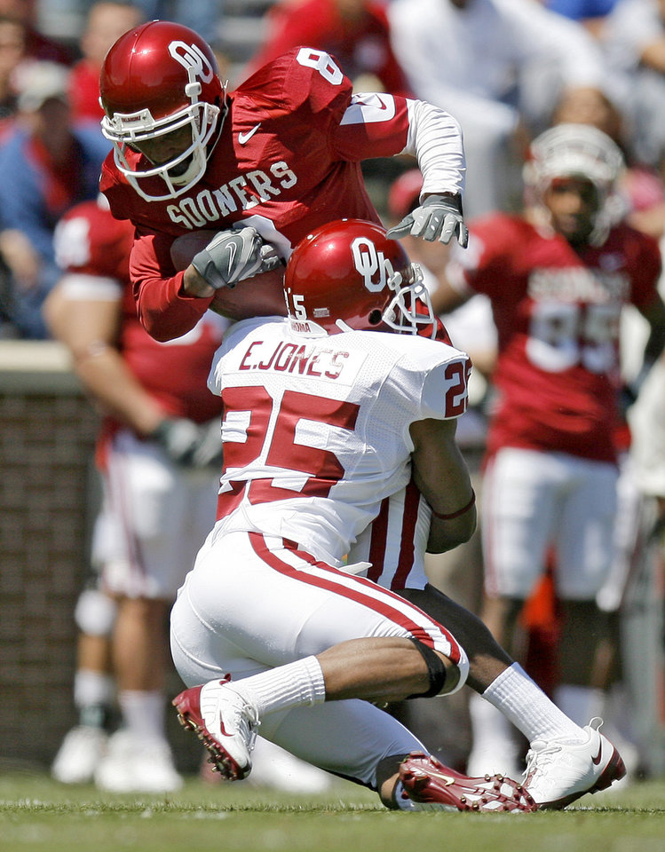 Photo - SPRING FOOTBALL GAME: OU's Emmanuel Jones brings down Brandon Caleb during the University of Oklahoma's Red-White college football game at The Gaylord Family -- Oklahoma Memorial Stadiumin Norman, Okla., Saturday, April 11, 2009. Photo by Bryan Terry, The Oklahoman ORG XMIT: KOD